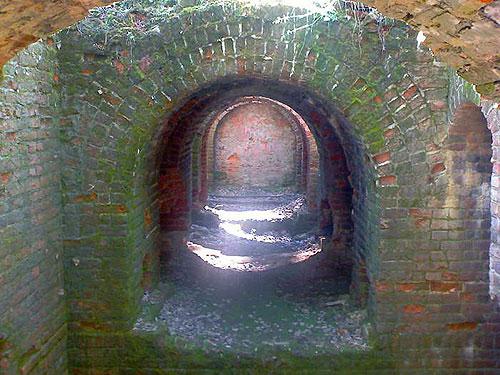 Руины цехов завода